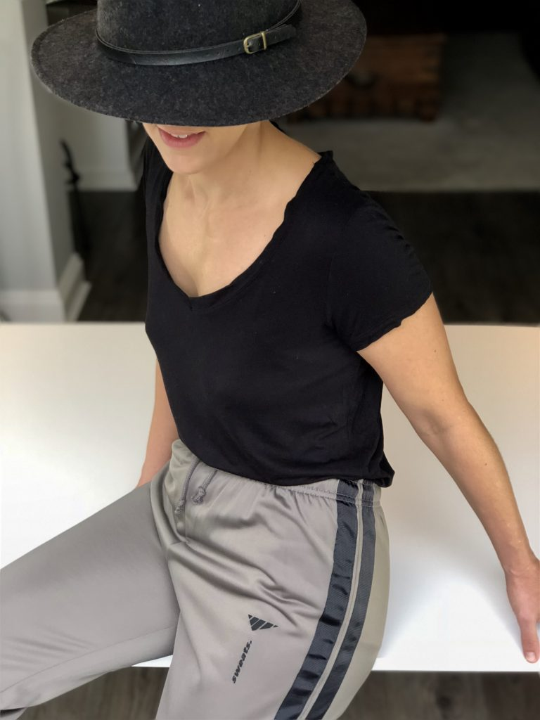 https://sweatsoflondon.com/product-category/women/sweatpants-sweatshorts-women/